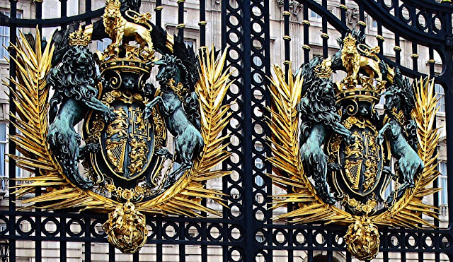 royal emblem at gate