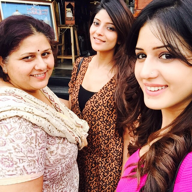 isha ri kh i , shopping with my beauties @kaajal9 @poonamrikhi6, Punjabi Model & Actress Isha Rikhi Hot Photo Gallery 2015