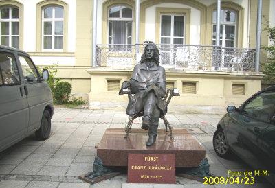 Frantz II, statuie