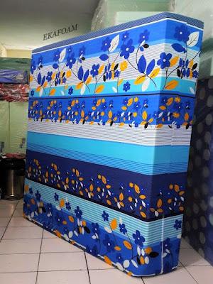Kasur inoac motif bunga sakura biru