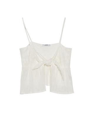 https://www.pullandbear.com/be/femme/vêtements/tops-et-bralettes/top-avec-nœud-c1030061504p500407045.html#251