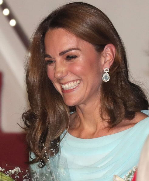 Kate Middleton wore a turquoise outfit by Catherine Walker. Zeen beaded chandelier earrings, she carried Zeen clutch
