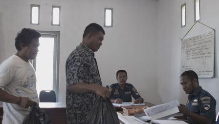 Operator Dan Awak Kapal Ikut Ciptakan Kebersihan Lingkunga Pelabuhan Labuan Bajo