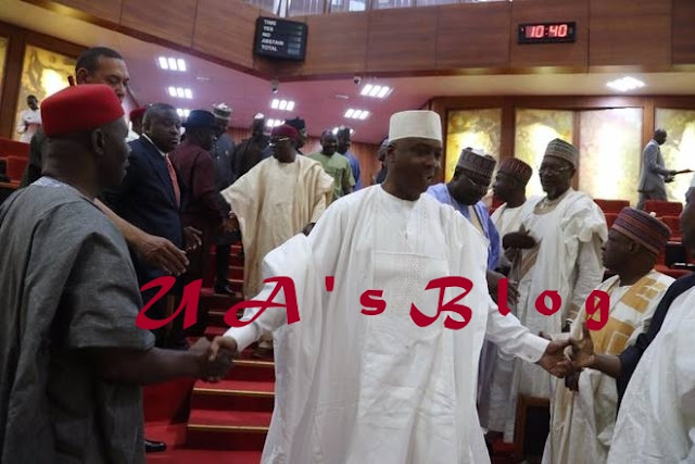 See The Moment Senate President Saraki Stormed National Assembly After Police Laid Siege At His House (Photos)