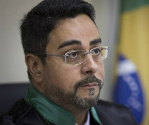 Juiz da Lava Jato no Rio pede escolta e carro blindado