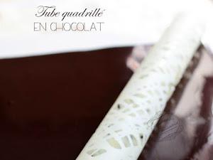 Décor en chocolat : le tube quadrillé