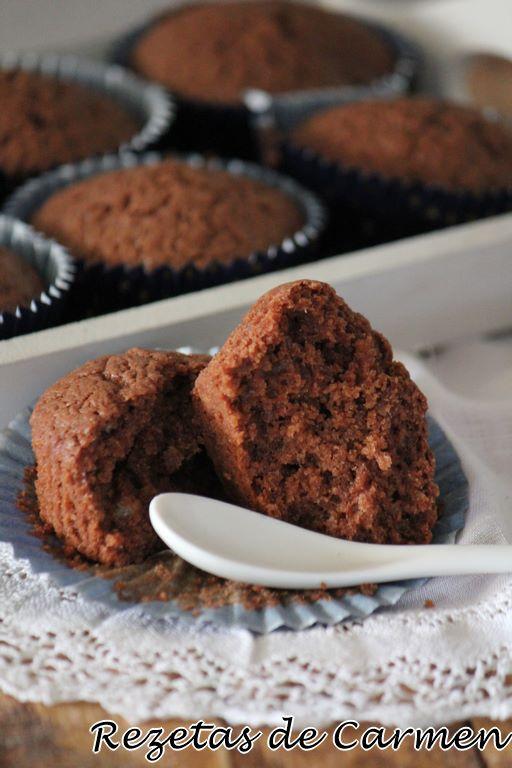 Magdalenas de chocolate y arándanos