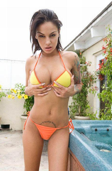 Naked girl in flat peek