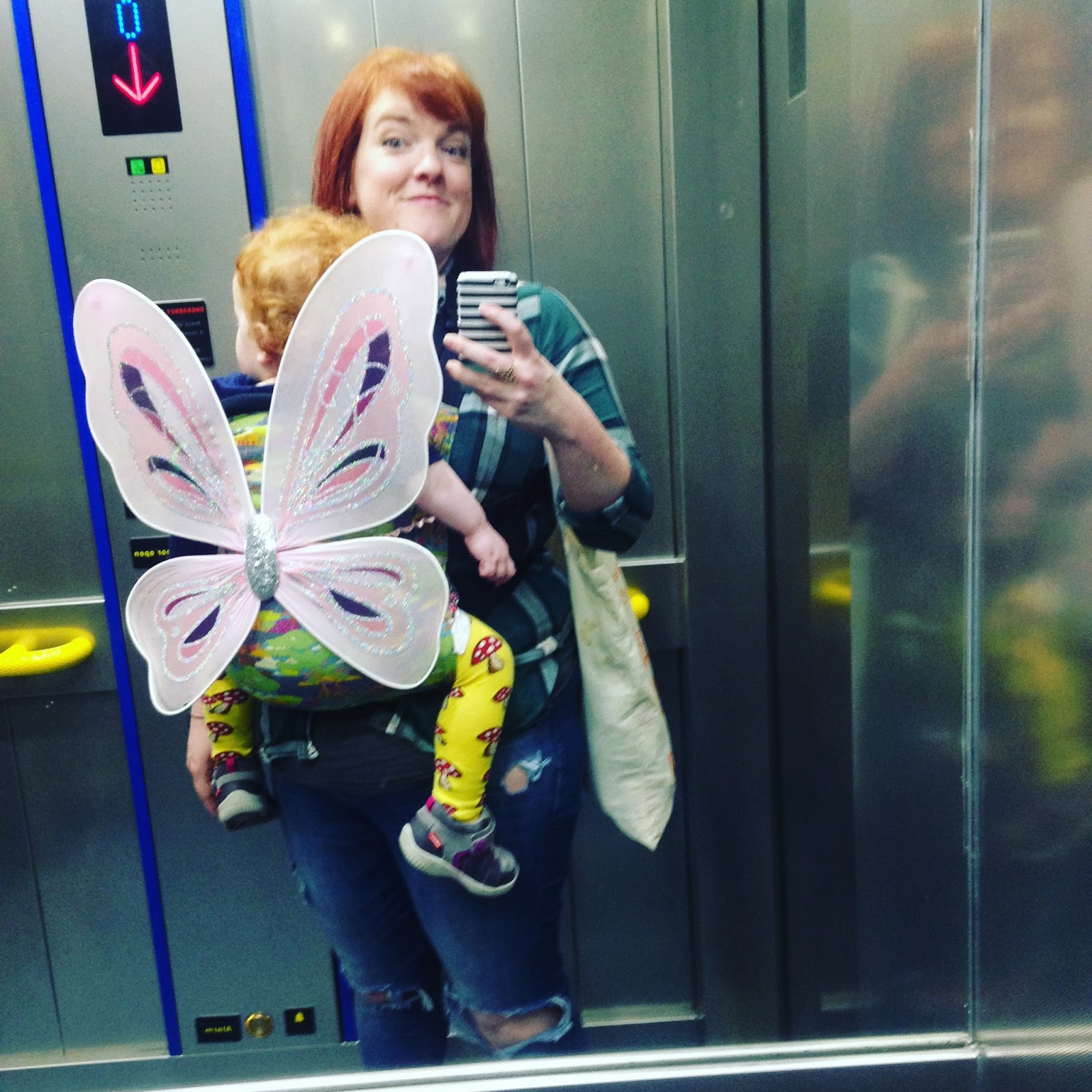 Baby Wearing my toddler in a connecta
