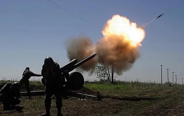 ООС: 12 обстрілів, поранені двоє військових