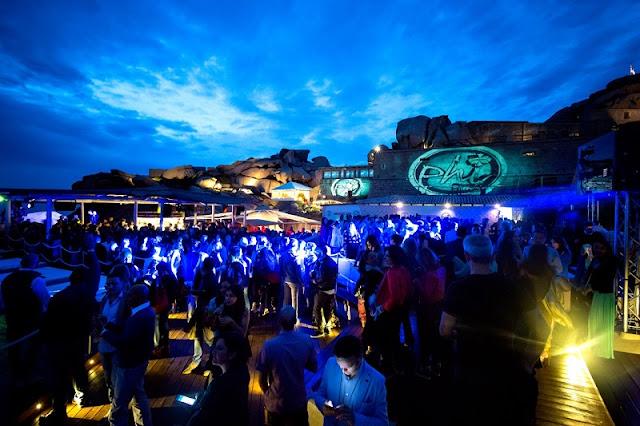Beach Club Phi em Sardena na Itália
