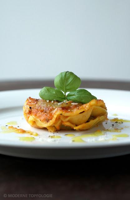 Ravioli hausgemacht mit Tomatensauce