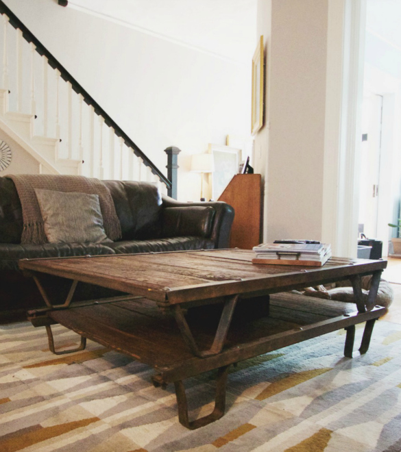 17 Apart Before After DIY Antique Pallet Coffee Table