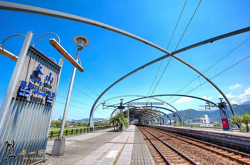 冬山火車站|最美瓜棚造型月台|冬山景點