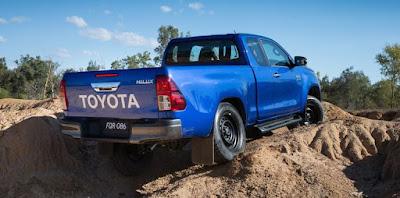 New Toyota Hilux 2017 off road truck pics