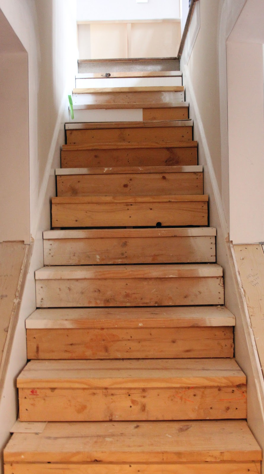 Basement Stair Trim: My EnRoute Life: Ugly Basement Stairs Update