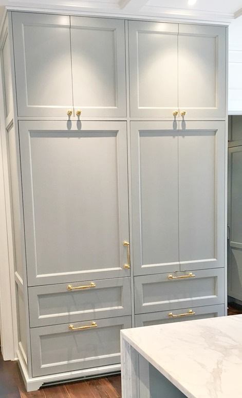 #ShakerCabinets painted #farrowandball #lightblue with #brasshardware in #traditionalkitchen