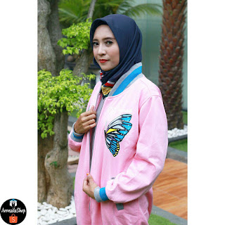 https://shopee.co.id/Jaket-Hijab-Hijacket-Rose-Butterfly-Pink-Premium-Fleece-i.56335933.933143392