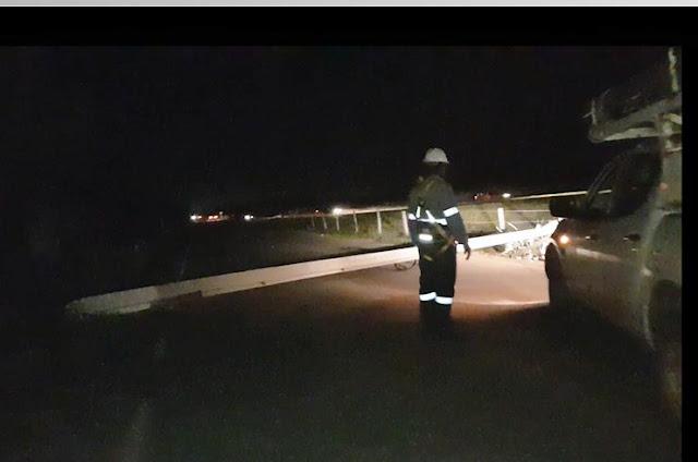 http://vnoticia.com.br/noticia/2755-carro-derruba-poste-e-interdita-rodovia-que-liga-pedregal-a-degredo-em-sjb