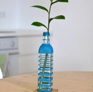Kreasi Vas Bunga Cantik Dari Botol Bekas