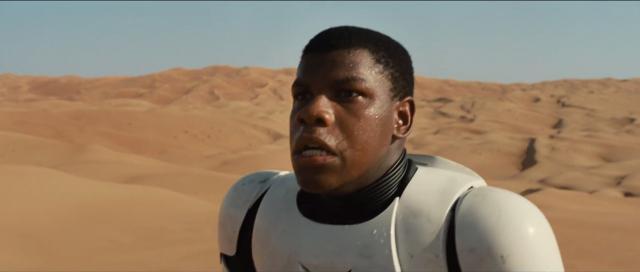 John Boyega en stormtrooper dans le désert