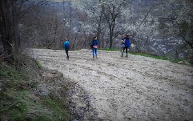 http://adevarul.ro/locale/targoviste/viata-copiilor-inoata-patru-kilometri-noroaie-ajunga-scoala-primarul-incapabil-faca-drum-Si-era-elev-asa-mergeam-1_56e18b645ab6550cb8b4591e/index.html