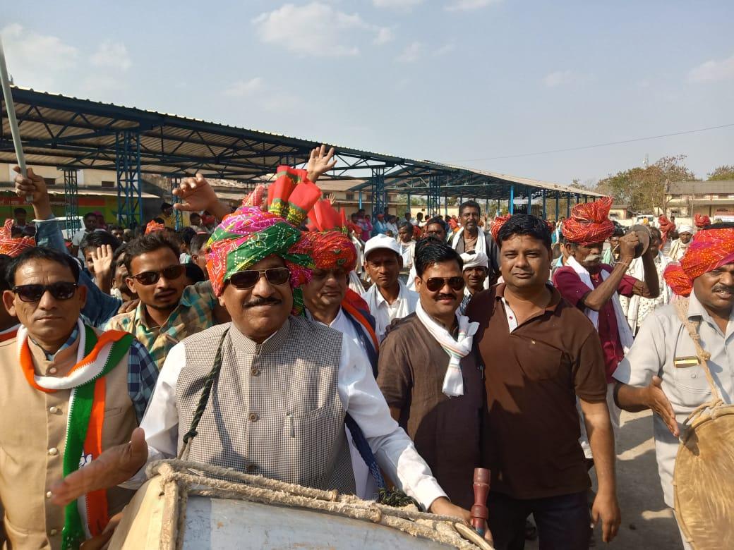 Jhabua Bhagoria- मस्ती, उत्साह, उमंग से सरोबार भगिरिया पर्व पर प्रमुख राजनीतिक दलों ने निकाली गैर