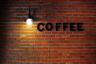 Der Café Besuch gehört zur Lebensrealität von vielen Kindern.