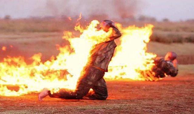 الدولة الاسلامية تحرق جنديين تركيين فى مدينة الباب السورية