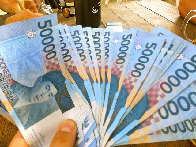 Tips Menghemat Uang THR Anda