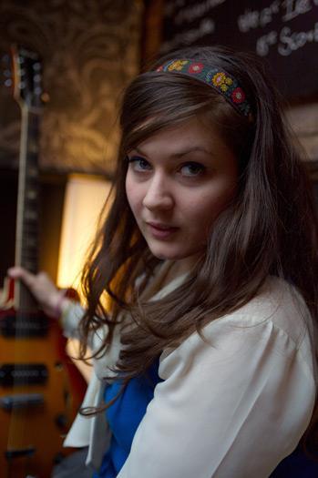El look retro hippie de Charlene Soraia. 5