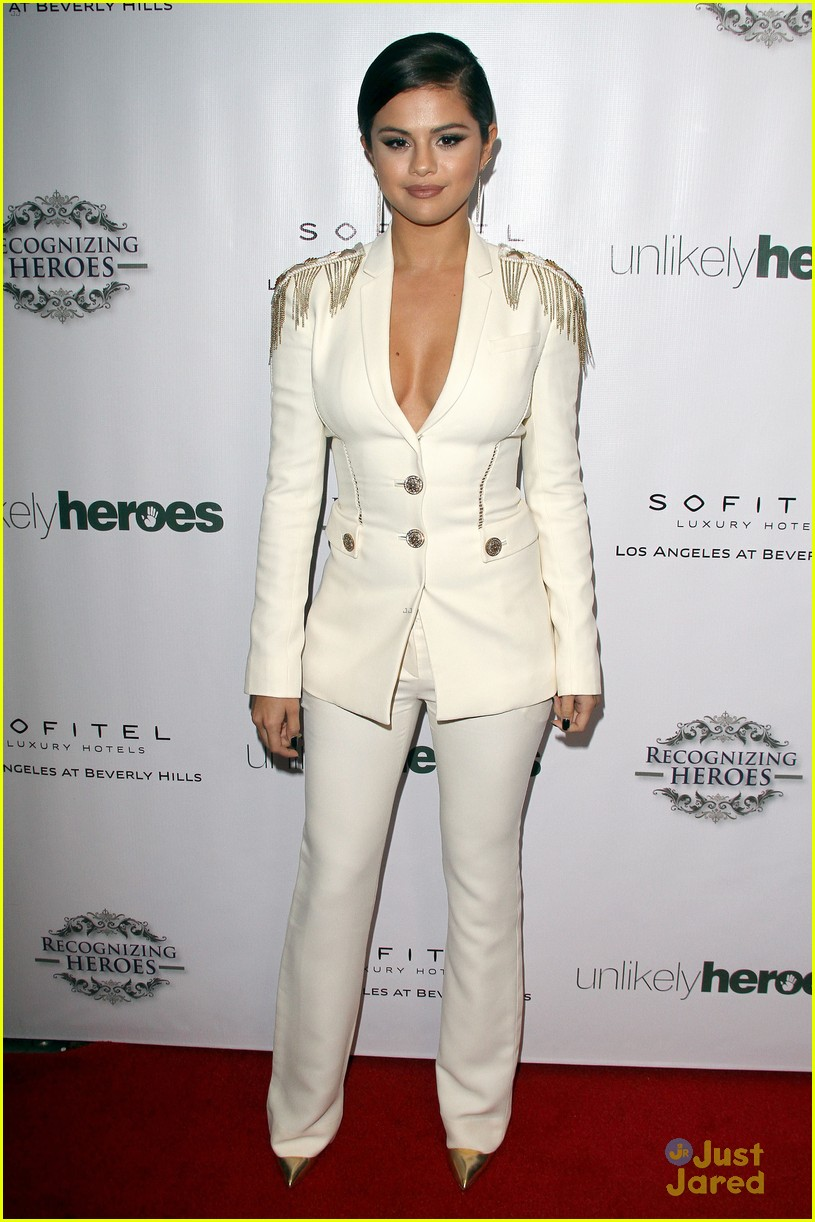 Angellyrics Topics: Is The Suit Look A Good Red Carpet Look?-Female Celebrities Wearing Suits On ...