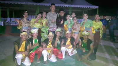 Foto Bersama dengan Anak Penari Dalam Festival Padang Melang