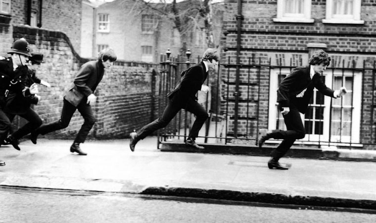 George, John und Paul (v.l.) in A HARD DAY'S NIGHT (1964). Quelle: Verleih / Apple Corps