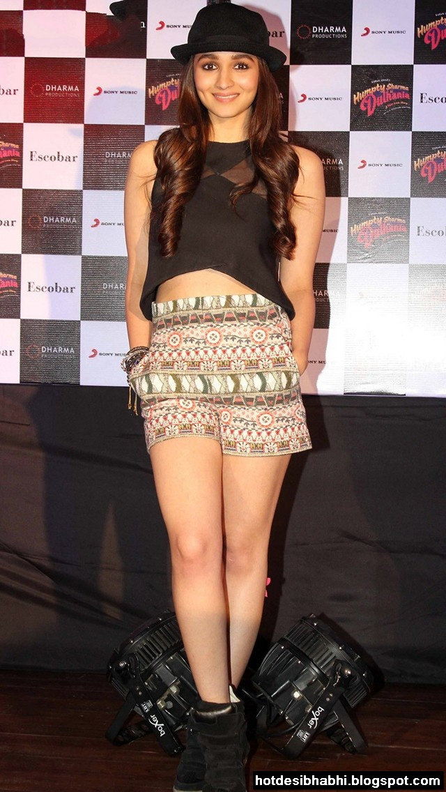 Alia Bhatt at Humpty Sharma ki Dulhania Movie Promotion