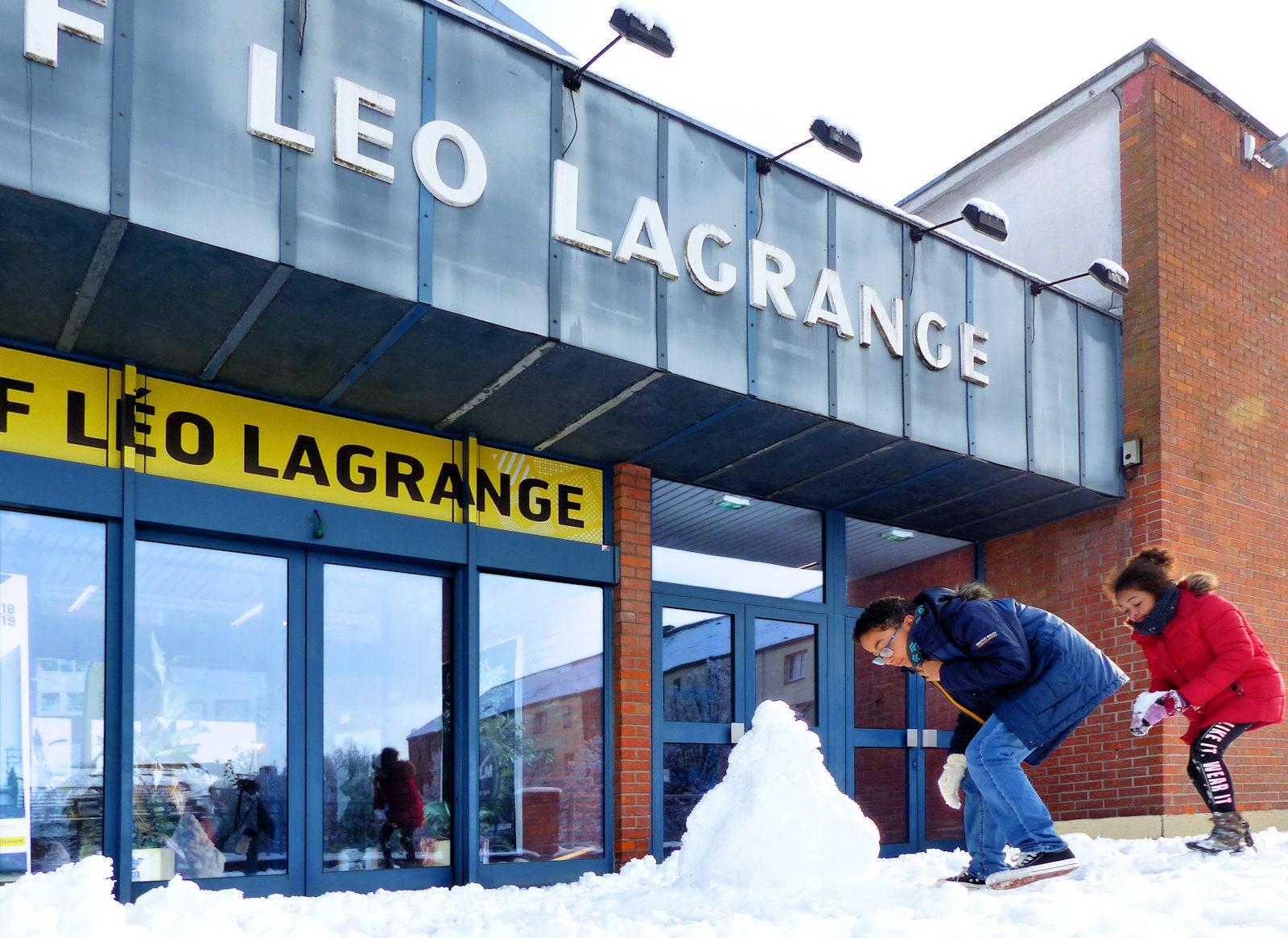 Bonhomme de neige devant Léo Lagrange