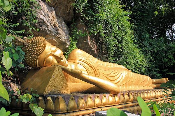 Statua di Buddha sdraiato - Wat Tham Phu Si