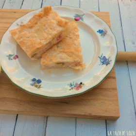 Empanada con jamón queso y cebolla