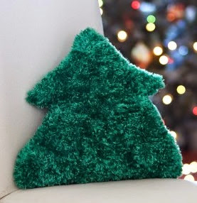 http://www.yarnspirations.com/patterns/tree-pillow.html