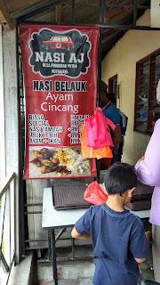 gambar suasana kedai Nasi AJ nasi belauk ayam cincang biasa special nasi lebih, ayam campur ikan, gambar budak lelaki, Desa Pinggiran Putra, Putrajaya