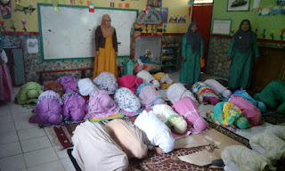 Foto Praktik Sholat Anak Didik PG-TK Bina Insan Mandiri