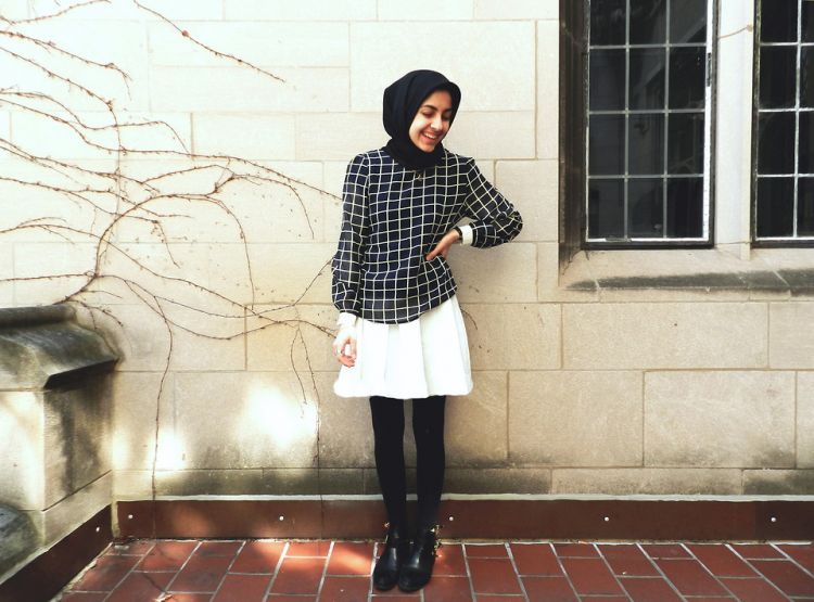 8 Tips Mudah Mix and Match Untuk Baju Warna Hitam Wanita