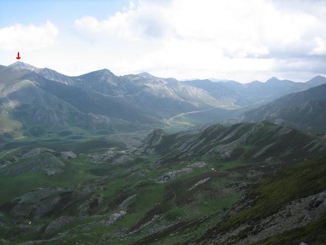 Rutas Montaña Asturias: Vista del Nogales desde las inmediaciones del Pico Faro