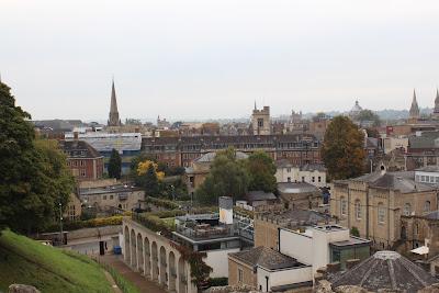 מבט מהתל ליד מצודת אוקספורד