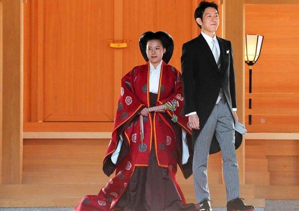 Princess Ayako of Japan got married to commoner Kei Moriya. She wore a large, multiple layered kimono and extravagant molded hair