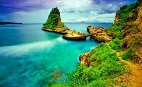 Objek wisata pantai tanjung bloam di Lombok