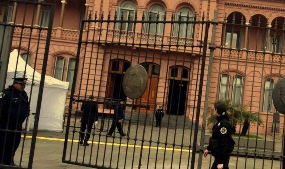 Allanan oficinas de la Casa Rosada por denuncias contra Macri