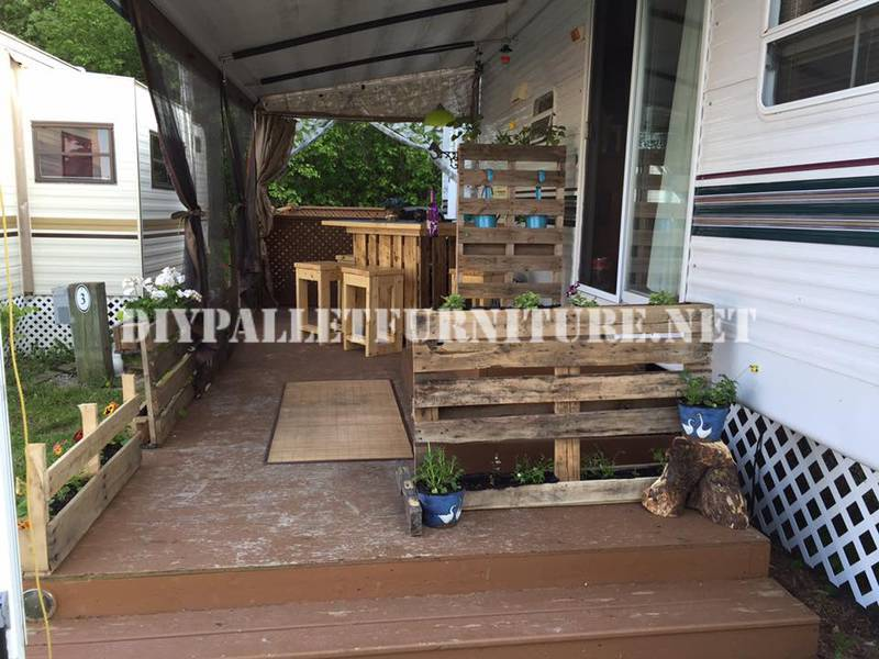 como decorar la terraza de tu mobil home con palets. Black Bedroom Furniture Sets. Home Design Ideas