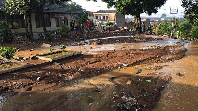 Foto-foto Banjir Bandang Bandung Timur Mengenaskan, Tiga Orang Tewas Terseret Arus