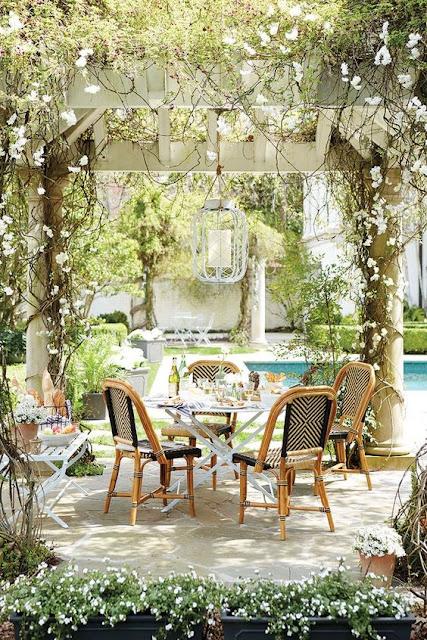outdoor-living-space-pergola